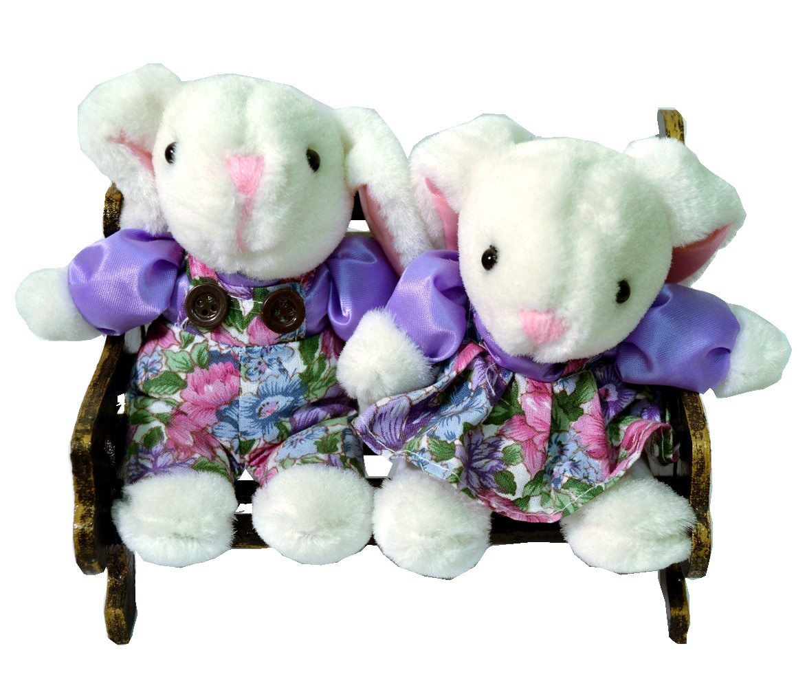 BUNNY COUPLE W/PURPLE FLORAL ON BENCH