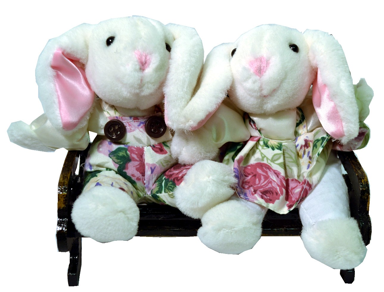 BUNNY COUPLE W/WHITE FLORAL ON BENCH