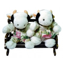 COW COUPLE W/WHITE FLORAL ON BENCH